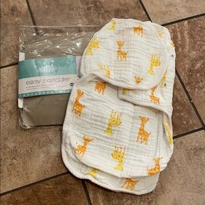 Aden and Anais Giraffe Easy Swaddle NWT S/M